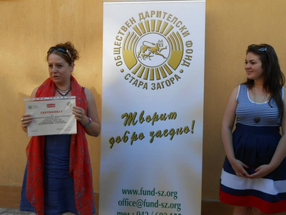 BFPA Coordinator for Stara Zagora Dr. Boryana Parashkevova receiving the certificate for approved project on behalf of the Medical students association – Stara Zagora
